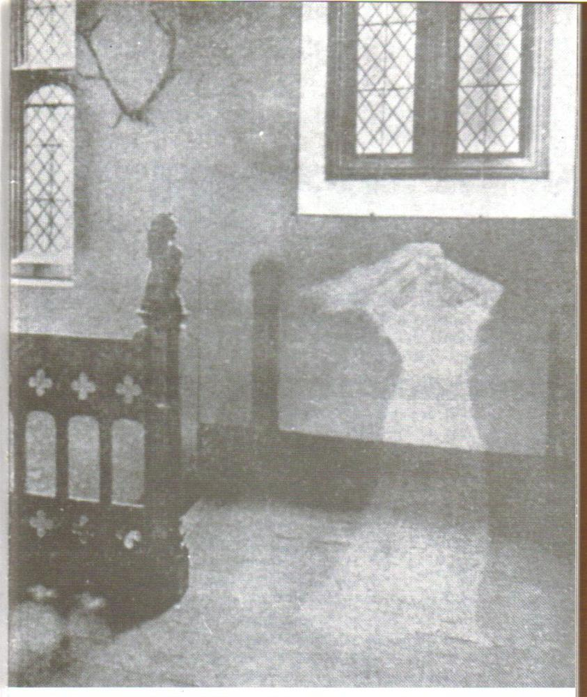 Anne Boleyn's ghost - part 3 (2/4)